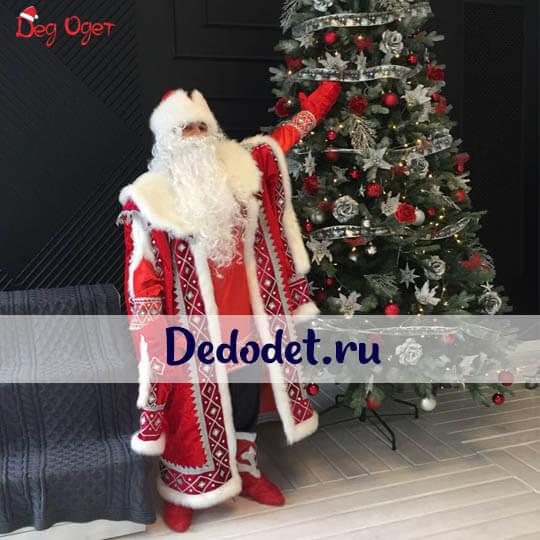 Кремлевский костюм деда Морозав Крыму